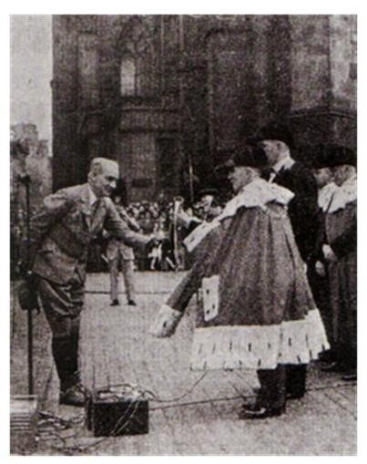 1946 The Lord Provost of Edinburgh greets the Edinburgh Captain
