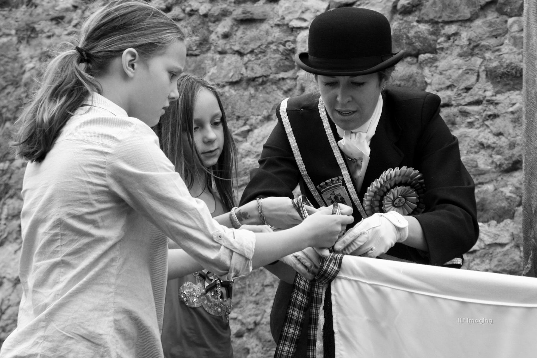 2014 Edinburgh Lass and school children