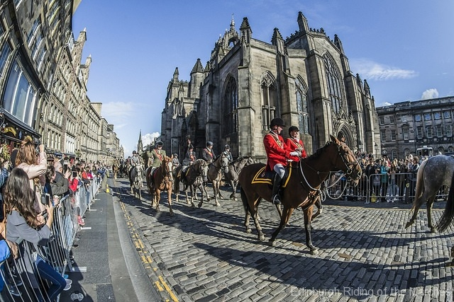 Edinburgh-Riding-of-the-Marches-riders-pass-St-Giles-Cathedral-3-photo-by-Phunkt.com_