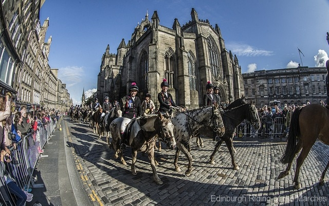Edinburgh-Riding-of-the-Marches-riders-pass-St-Giles-Cathedral-photo-by-Phunkt.com_